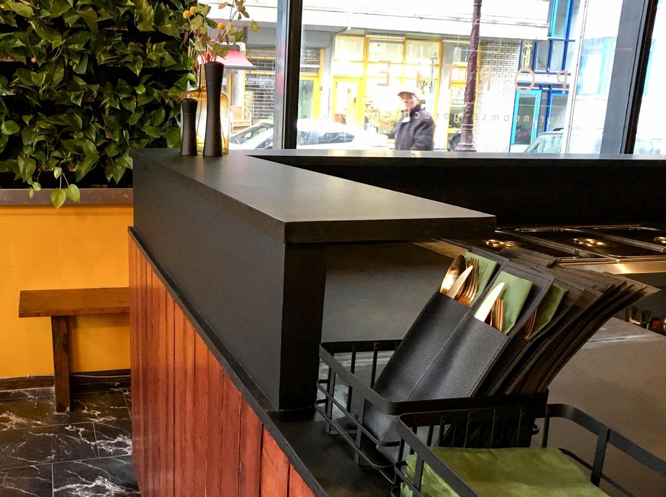 minimam interieur ontwerp restautant portie Amsterdam inrichting
